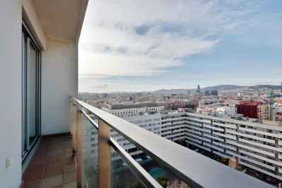 Duplex with panoramic views near the sea in Barcelona